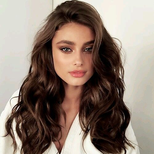 Gorgeous Victoria's Secret Angel Taylor Hill with soft wavy hair and golden eye makeup. #longhair #waves