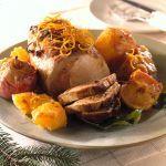 Scopri come preparare l'arrosto di maiale con arance e mele, un creativo secondo piatto di carne, perfetto per una cena sfiziosa.