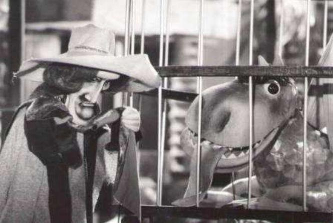 Ostrov posledného draka, 40´, 1982 Pôvodná televízna bábková inscenácia rozprávky Jozefa Heribana. Spojenie klasickej rozprávkovej bytosti, draka s výsostne aktuálnou sociálnou problematikou. Príbeh odohrávajúci sa v exotickom prostredí ostrova v Karibskom mori. Výtvarník: Cigánová Hana Réžia: Šebová Lucia