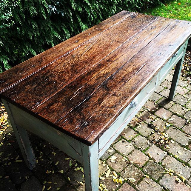 Annie Sloan Dark Wax has really helped bring out the lovely wood on top of this…