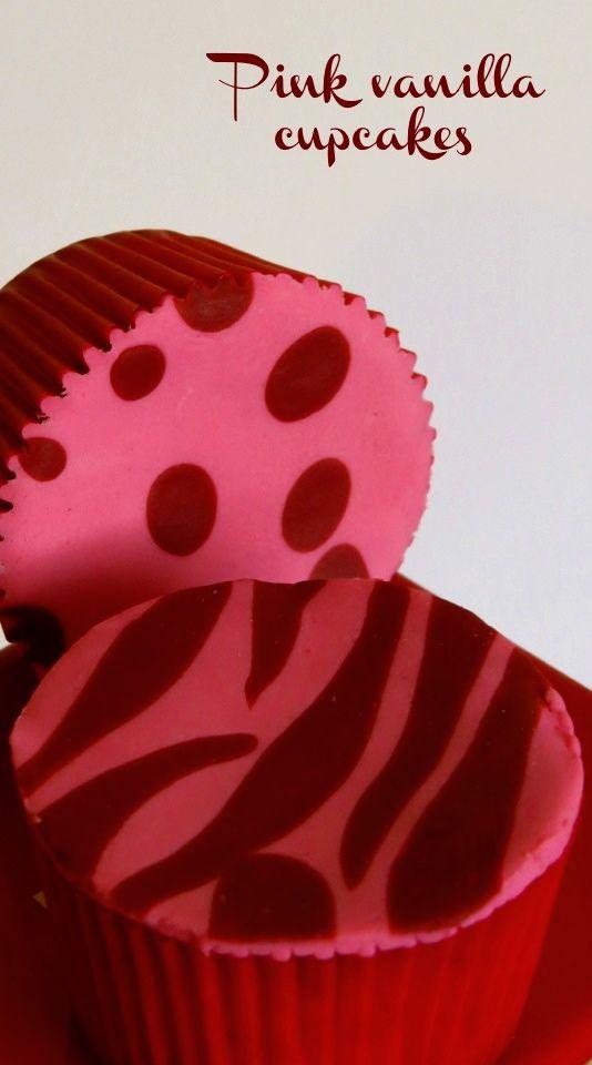 Pink vanilla cupcakes. Fondant zebra print   Cupcakes rosados de vainilla. Diseño de zebra en pastillaje