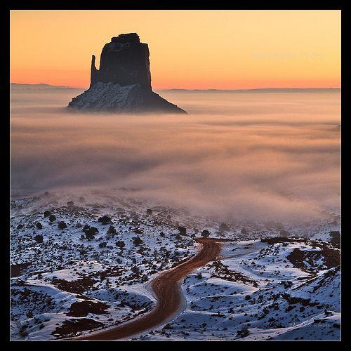 Sunrise in Monument Valley -  Dominique Palombieri