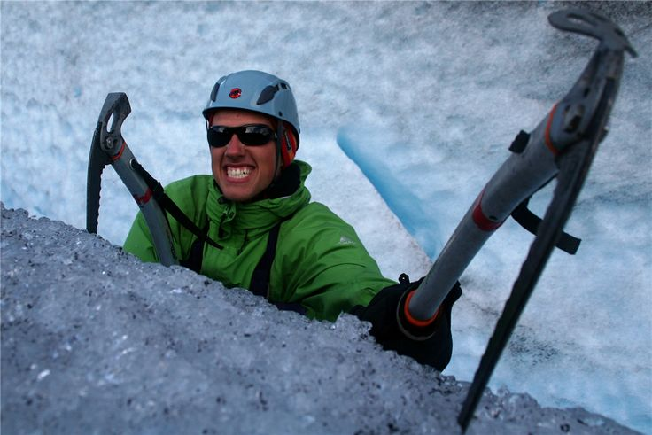 Friluftslivskulen - Fotokonkurranse 2010 - Pessoas na Natureza.  Escalada no gelo.  Fotógrafo: Oystein V. Sorensen.