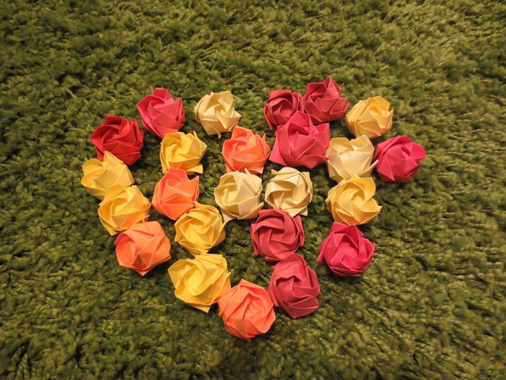 origami roses in heart shape