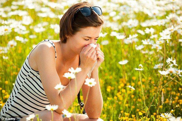 Στην αλλεργία, παθολογικές καταστάσεις όπως το άσθμα, η ρινίτιδα, η κνίδωση, η αναφυλαξία, εκδηλώνονται ως αποτέλεσμα υπερευαισθησίας του οργανισμού σε ουσίες του περιβάλλοντος που ονομάζονται αλλεργιογόνα. Περισσότερα: https://pankarta.gr/blog/327-allergia-kai-prolipsi