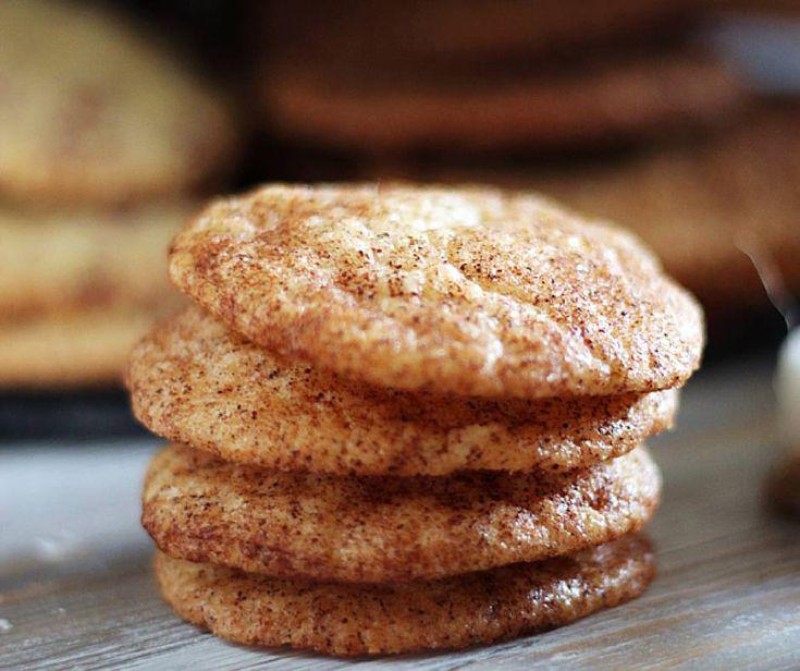 Snickersdoodles är en traditionell amerikansk kaka täckt med kanelsocker. Den är spröd och saftig på en och samma gång. En del av serien 7 sorters julkakor.