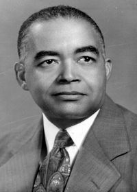 In 1953, Albert Edward Manley (1908-1997) was the 1st Black president of Spelman College. Manley served until 1976 when he became president emeritus. Born in San Pedro Sula, Spanish Honduras, Manley graduated from Johnson C. Smith University (NC), Columbia Teachers College & Stanford (CA) #BlackHistory #BlackExcellence #BlackHistoryEveryMonth #BlackHistoryIsAmericanHistory #BlackHistoryRocks #todayinblackhistory #BlackHistoryIsEveryonesHistory #BlackFact #BlackHistoryIsEveryDay #BlackFacts