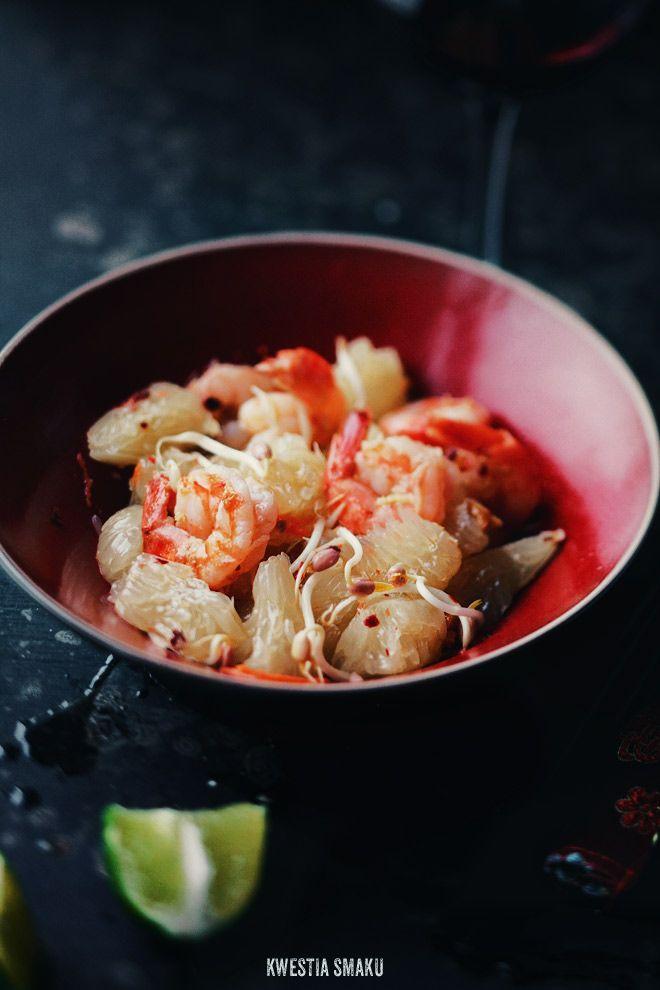 Shrimp and pomelo salad