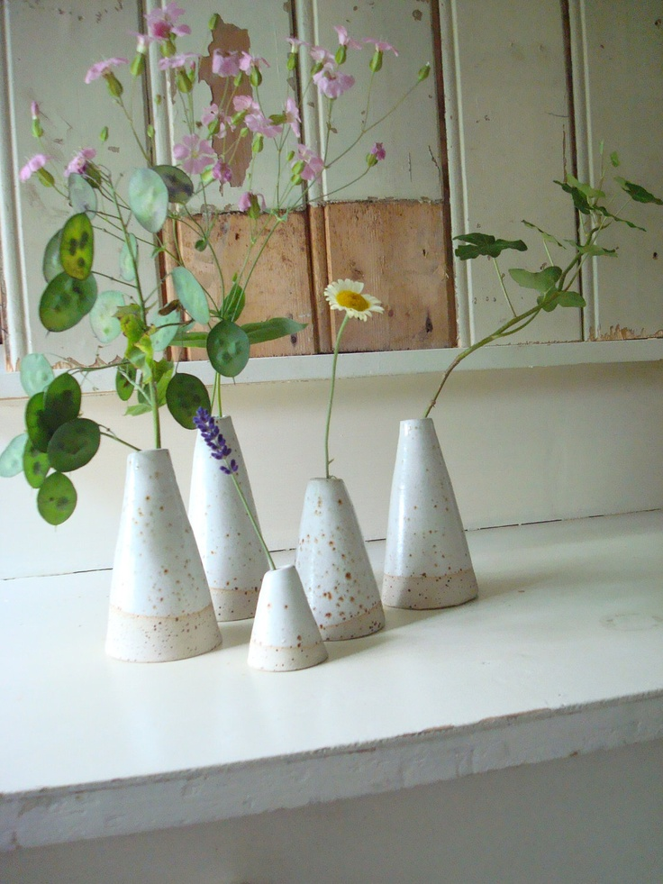 The sweetest wheel thrown ceramic vases make the best favors or table decorations // Found @LUKKILI on Etsy