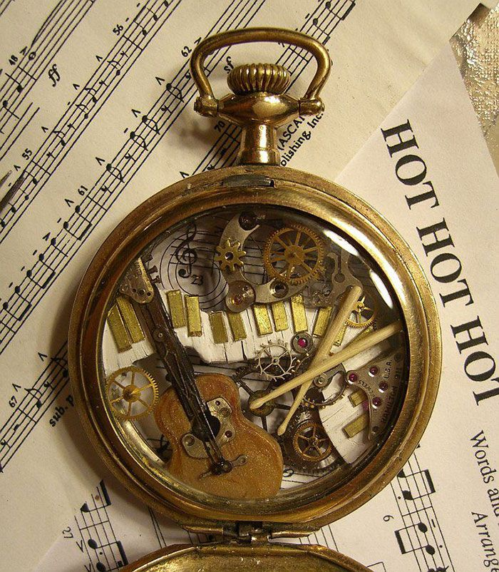 Relógios Velhos são Reciclados Para Virar Esculturas