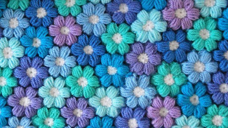 Ecco un tutorial per realizzare un fiore tridimensionale all'uncinetto con la tecnica del punto nocciolina (puff stitch)