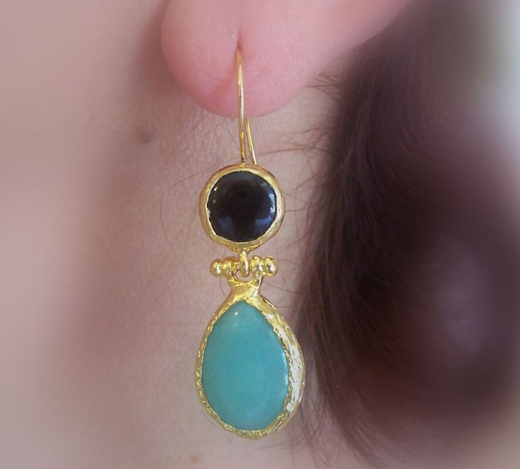 Handmade double stone earings with tear drop agates, gold plated and semi precious gemstones, jewelry and balance by GardenOfLinda on Etsy