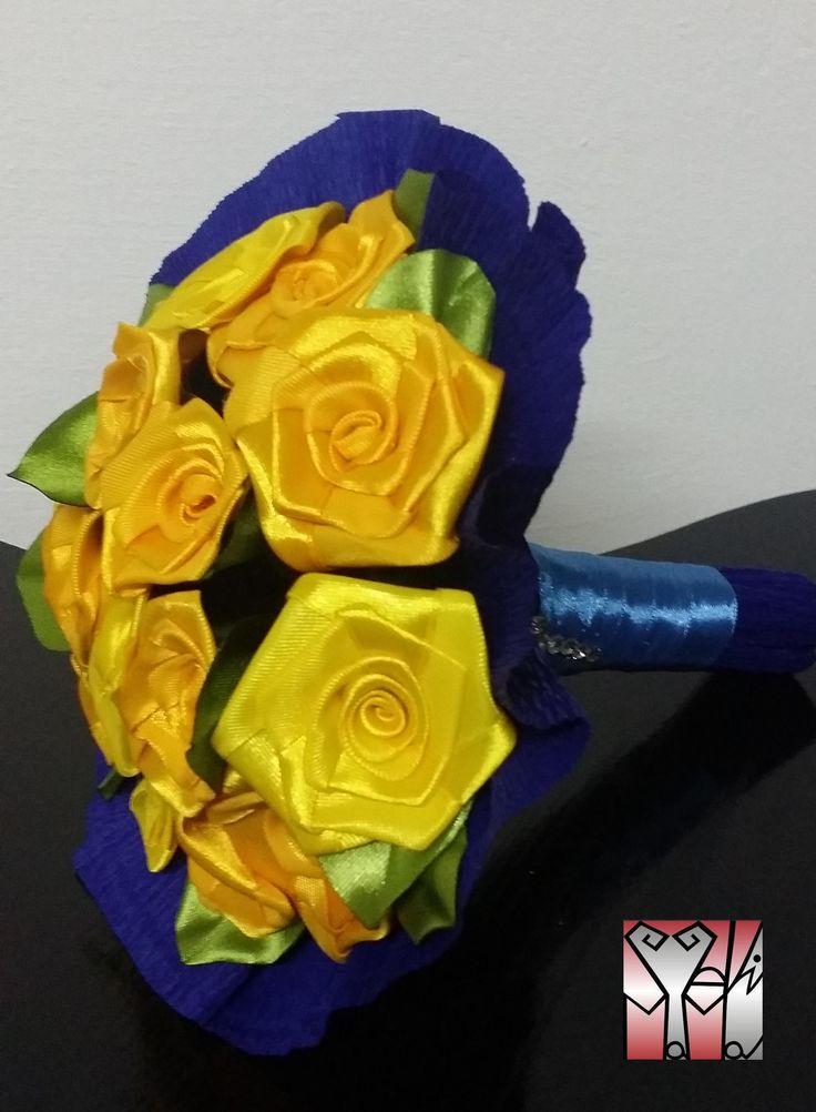 2 féle sárga rózsa csokrban