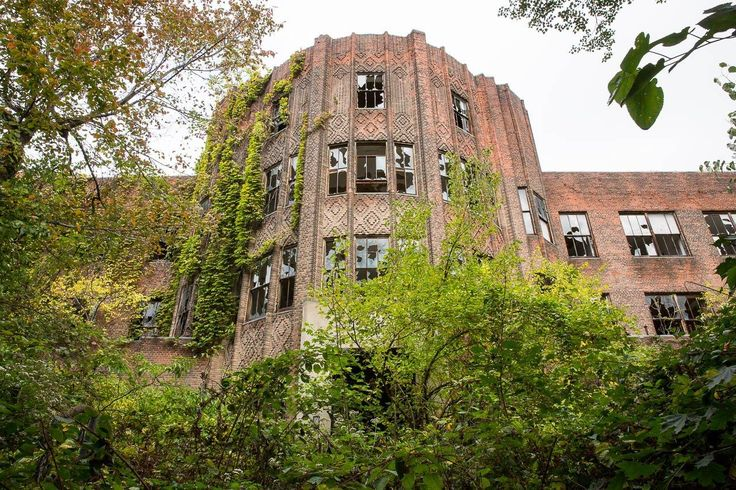 """Photos: A Rare, Legal Visit To """"Spellbinding"""" North Brother Island: Gothamist"""
