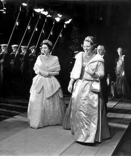 Queen Elizabeth and Queen Beatrix (With images) Queen