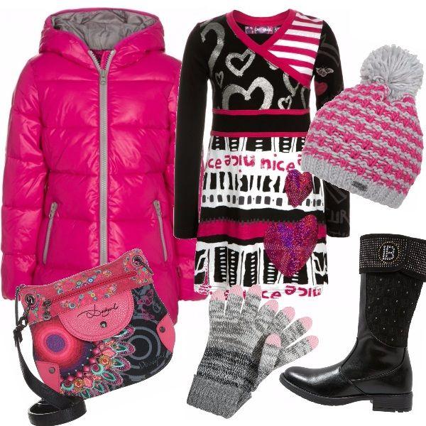 Adorabile outfit per le fashionistas più piccole, con un occhio di riguardo a ripararsi dal freddo! Esplosione di coloro grazie alle fantasie Desigual, ormai entrato negli armadi di tutte!