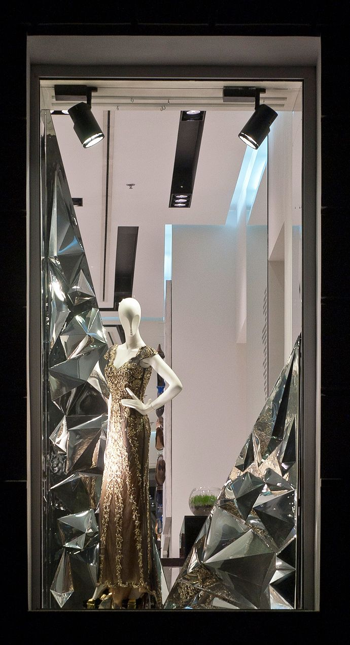 17 best images about window display idea on pinterest for Window mirror ideas