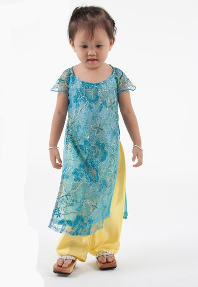 Pretty ao dai for little girls