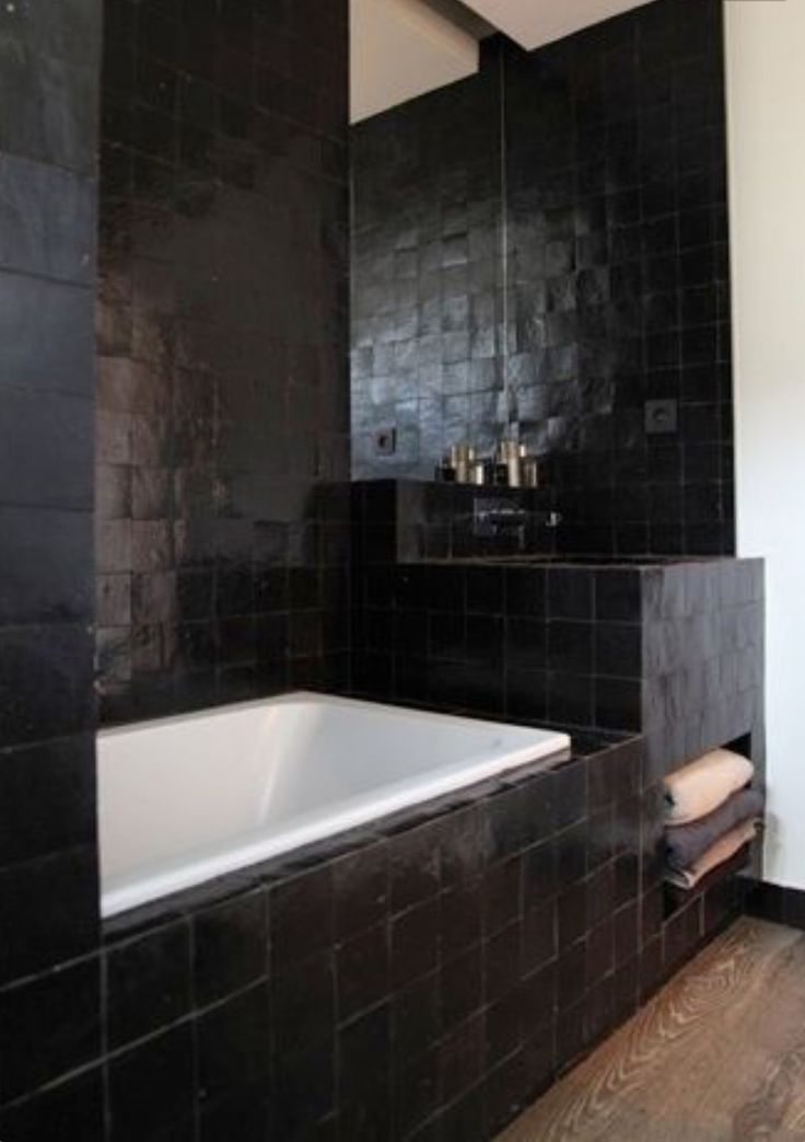 1000 Ideas About Black Tile Bathrooms On Pinterest
