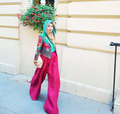 palazzo and hijab - gotta love her style! She's so chic mashaAllah
