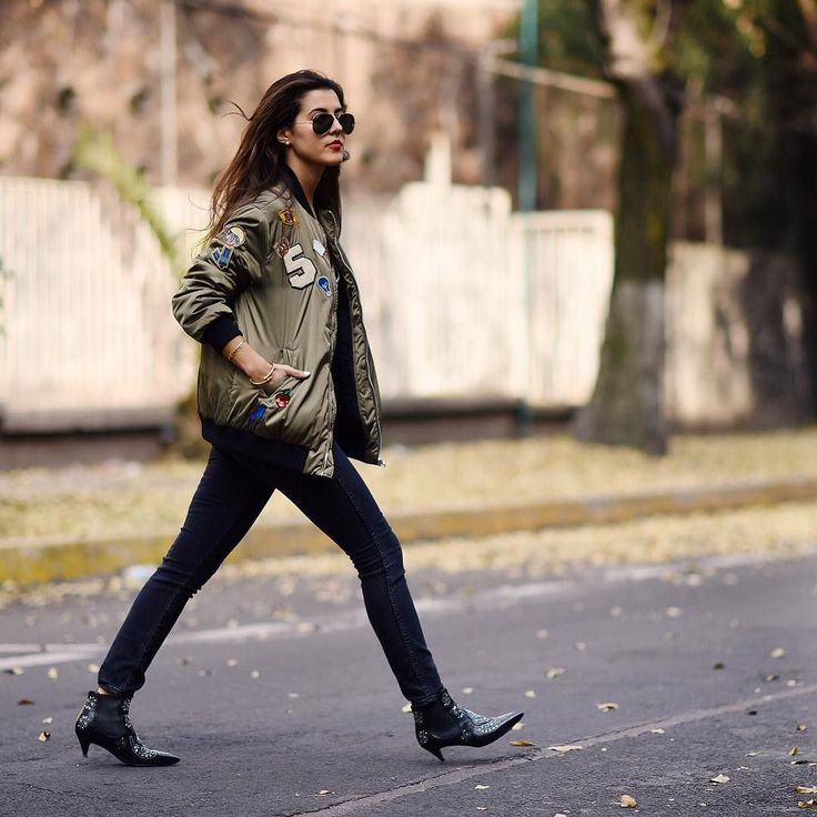 "Happy Friyay loves! Today on pamallier.com we're opening a new section called ""trends to try"" a bunch of options to shop camo and military bomber jacket (direct link in bio) // Buen Viernes amores! Hoy tenemos una nueva sección en pamallier.com con muchas opciones de chamarras verdes en todos los precios. (link en mi bio) #pamallier by pamallier"