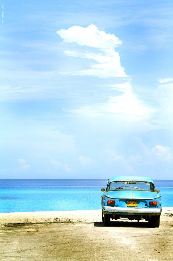 Repin Me - CubaVintage Cars, Blue, The View, The Ocean, Cool Cars, At The Beach, Roads Trips, Old Cars, Beach Beautiful