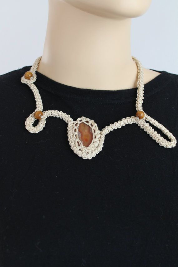 Off White Crochet Necklace with Brown Agate Stone door lucylev