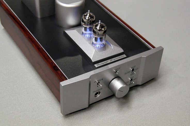 The Signature Headphone Amp's elegant circuit has the tube amplifiers, buffers, bass EQ, and surround processing configured in a single stage.