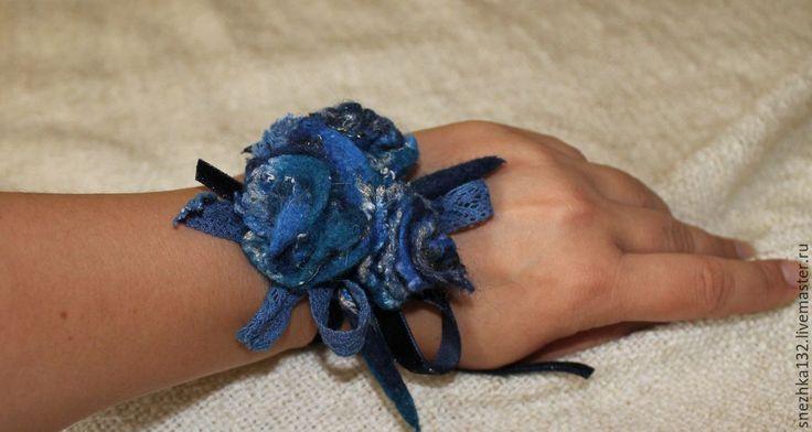 """Купить Украшение-брошь войлочная на руку ,волосы,одежду,сумку """" Ночные розы"""""""