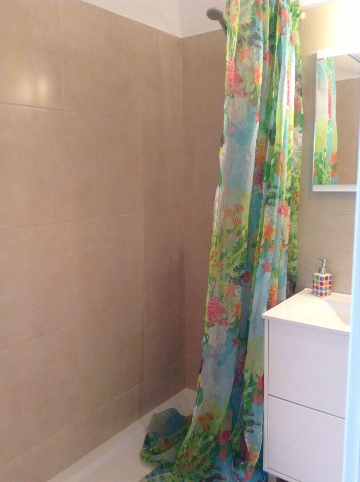Una ducha y listos para salir hacia clase