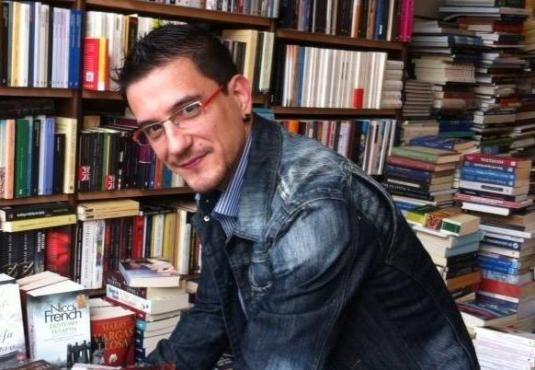 Ο Μάριος Καρακατσάνης στο Εργαστήρι του συγγραφέα ------------------------------------------------ #book #author #vivlio http://fractalart.gr/marios-karakatsanis