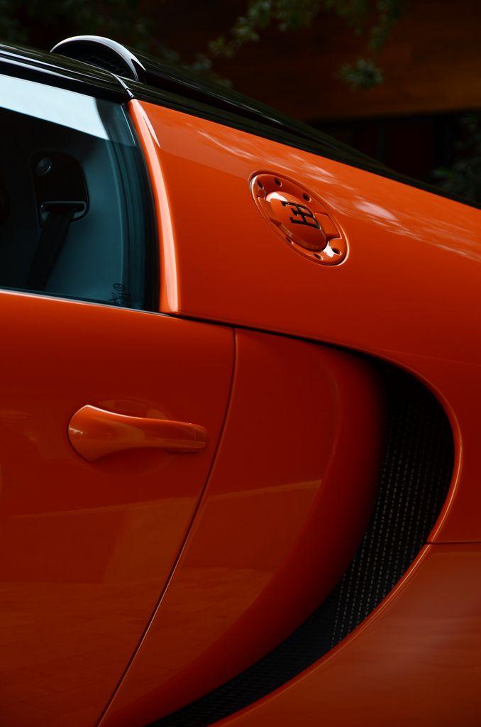 Bugatti Veyron Teasing Us With Itu0027s Gas Tank Cover.