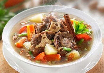 Sop Buntut Sapi Bening Yang Segar.  http://resepraktis.com/resep-sop-buntut-sapi-bening-yang-segar/