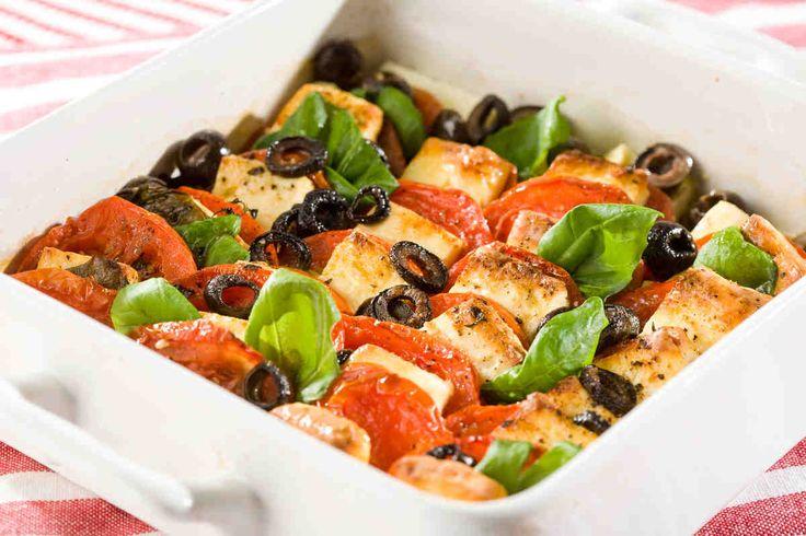 Ser feta pieczony z ziołami i pomidorem. #pomidory #feta #oliwki #tymianek #kolacja #smacznastrona #tesco #przepisy #przepis