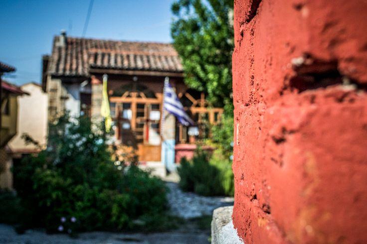 Κάπου εκεί στα στενά της Μπαρμπούτας δεσπόζει η εκκλησία της Παναγίας Δεξιάς Απολαύστε έναν ήσυχο περίπατο στα πλακόστρωτα δρομάκια.. #arive #photo #22_09_13 www.arive.gr/photos.html