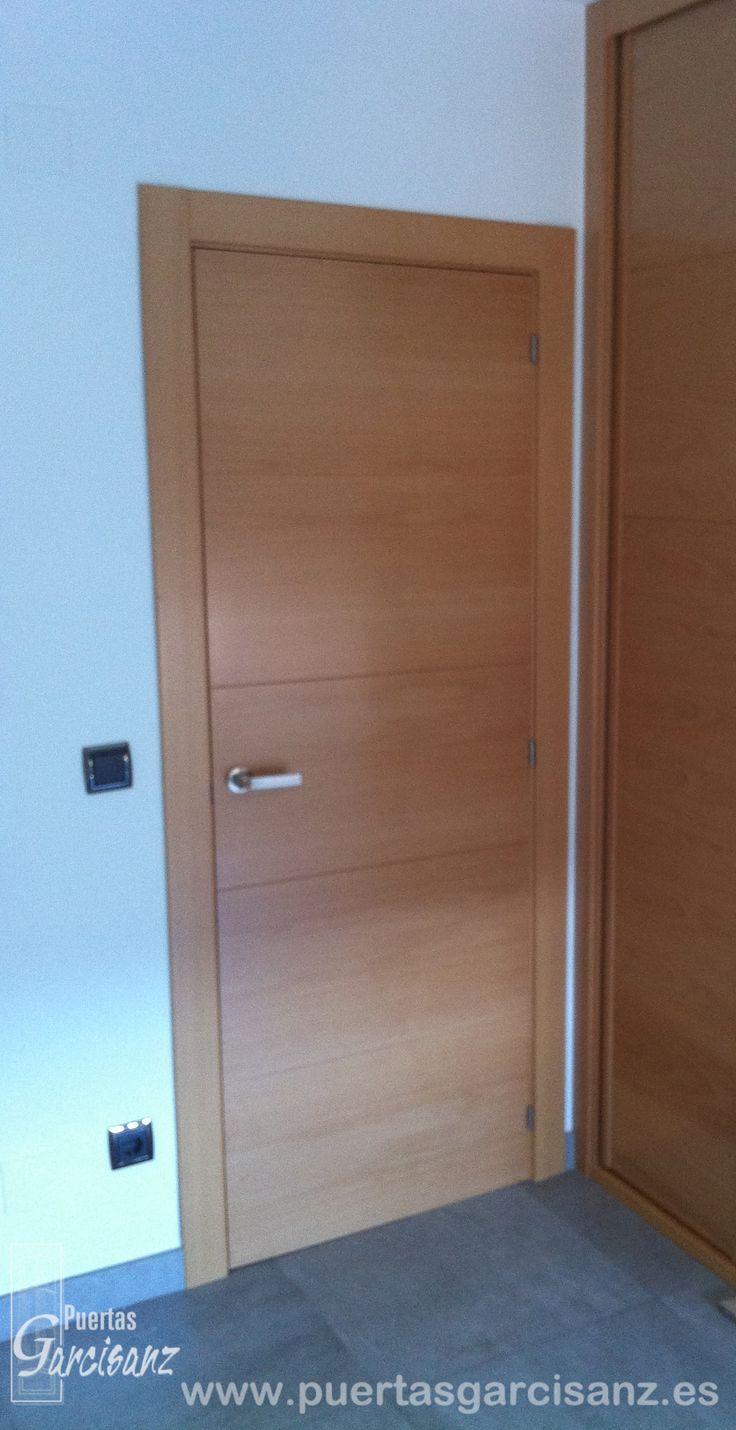 Puerta de interior en chapa de haya vaporizada con 4 for Puertas madera maciza