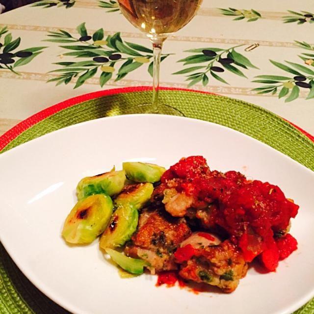捨ててしまう、セロリの葉を利用して鶏肉の衣に加えて焼きました。 - 8件のもぐもぐ - 鶏肉のピカタ ・トマトソース by madameparis3
