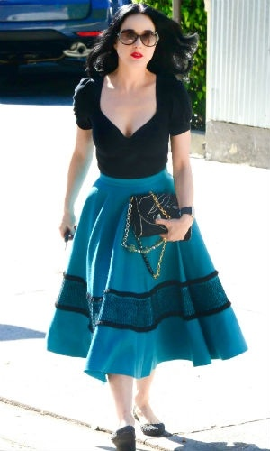 We love Dita Von Teese's amazing retro midi skirt!