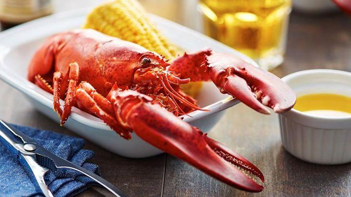 Manfaat Lain dari Makan Seafood   Ikan, udang, cumi dan segala makanan laut adalah sumber protein dan omega yang baik buat kesehatan. Nutrisi pada makanan dari laut bisa mencerdaskan otak dan menyehatkan tubuh. Buat kamu yang ingin bentuk bokong lebih seksi dan berisi, konsumsi makanan laut (sea food) bahkan sangat disarankan. Sea food merupakan sumber lemak yang bisa memperbesar tubuh khususnya bagian bokong. Upss, baru tau juga nih NitnotLovers :)  ^DW #hotshoes #forsale #ilike #shoeslover…
