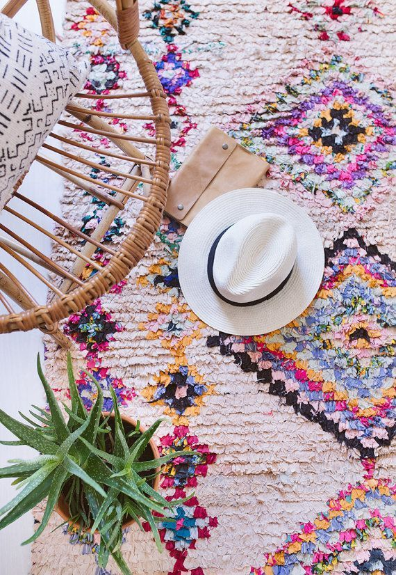 VINTAGE MOROCCAN BOUCHEROUITE RUG // THE JUNO the word boucherouite comes from a moroccan-arabic phrase meaning torn and reused clothing. in the