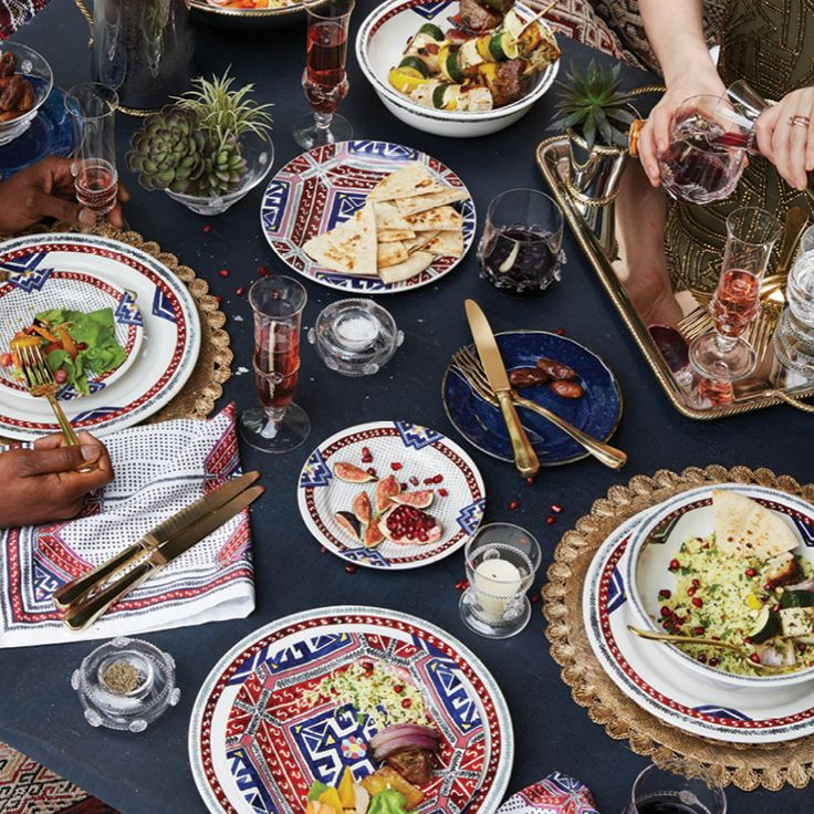 Add a touch of exoticism! Inspired by the vibrant handwoven carpets of the northern Moroccan region, our new Tangier collection magically takes table settings from boring to boldly beautiful.