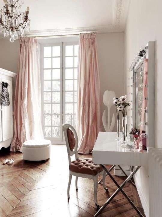 Camera da letto in stile parigino - Angolo trucco stile parigino