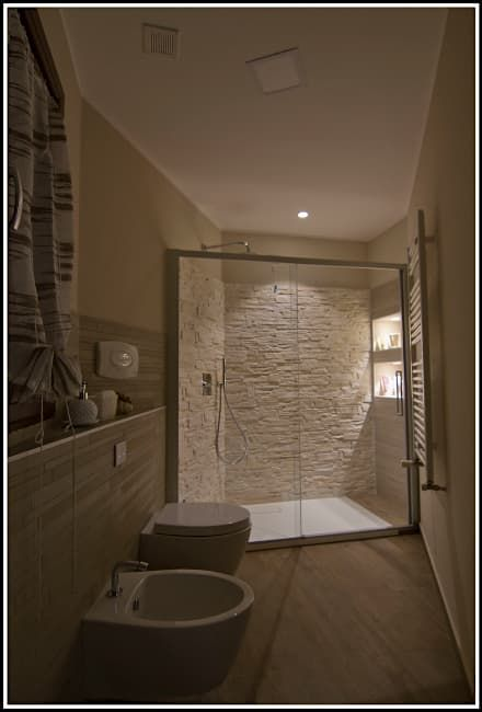 Lovely M: Bagno in stile in stile Moderno di Marco Maria Statella - Architect
