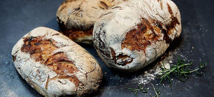 Ett supermumsigt bröd, som bara kräver sig själv, med lite smör. Om det mot förmodan skulle bli något över, så skär det tunt och rosta det lätt till kex oc...