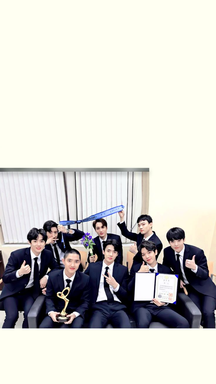 /EDIT/ Congratulations to #EXO for winning the Prime Minister award at the Korean Popular Culture & Arts Awards! ❤️