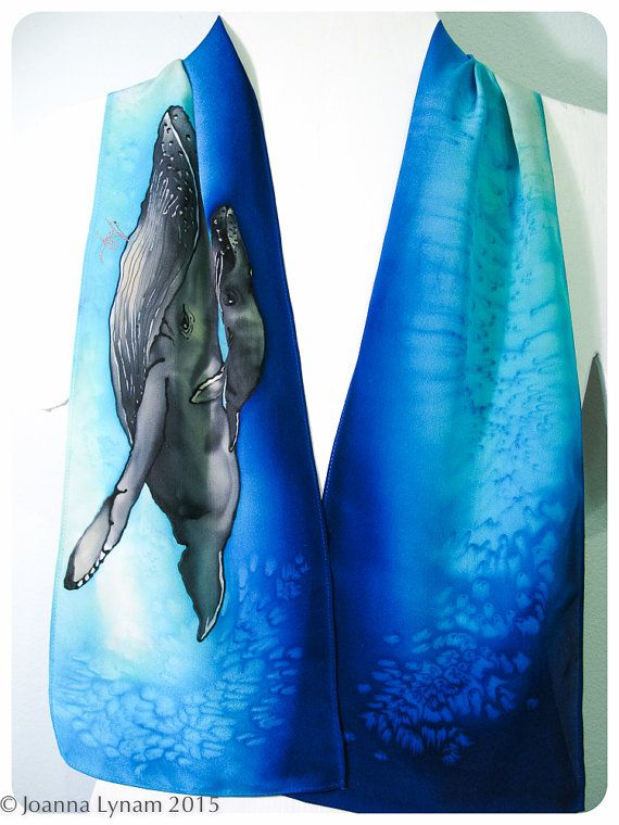 "Sciarpa di seta dipinta a mano. Sciarpa di seta di megattera ~ sciarpa di seta dipinta a mano ~ balena & bambino seta sciarpa 8 x 52"" ETSY ~…"