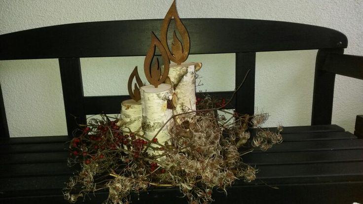 Birkenholz mit verrosteten Flammen