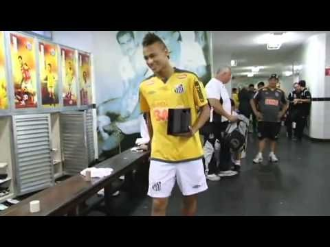 """Neymar dança """"ai se eu te pego, ai ai se eu te pego"""" Santos Futebol Club..."""