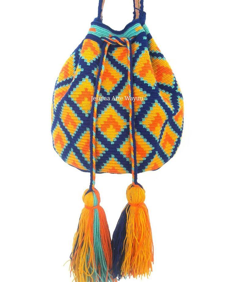 """48 Likes, 1 Comments - Jesulaa Arte Wayuu (@jesulaa_artewayuu) on Instagram: """"Mochila Wayuu en diseño geometrico contemporaneo, trabajo hecho a mano por artesanos Wayuu del…"""""""