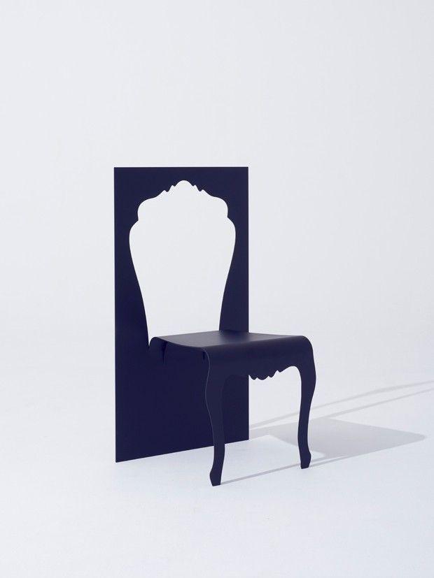 Le studio de design japonais YOY nous offre en avant-première un aperçu de ses deux nouveaux projets: DEPTH et CUTOUT. Pour laisser un peu de suspens, on ne vous en présentera qu'un seul aujourd'hui et on a choisi CUTOUT.  CUTOUT est une chaise étonnante, qui joue avec notre perception. En effet, on a l'impression qu'elle a été découpée dans un mince panneau d'acier. La forme du dossier découpée se transformant en siège et en pieds de la chaise...